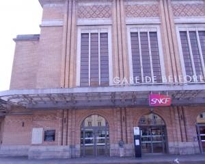 Plaques commémoratives sur la gare de Belfort (photo : R. Bernat)