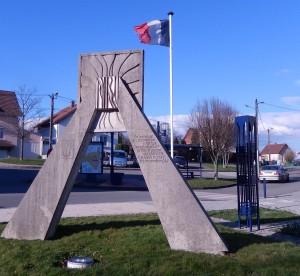 Monument en hommage aux commandos d'Afrique à Cravanche (photo R. Bernat)