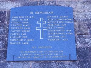 Plaque en hommage aux résistants fusillés et découverts dans le charnier du fort Hatry.