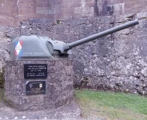 la tourelle du char Martin dans le fossé extérieur de la citadelle de Belfort. (photo : René Bernat)