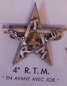 Insigne du 4ème Régiment de Tirailleurs Marocains. (Coll. privée : Jocelyn Cametti)
