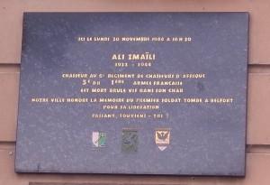 Plaque en mémoire d'Ali Zmaili, posée en 1986. (photo R. Bernat)