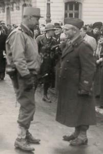 Pierre Dreyfus-Schmidt avec le général Carpentier le 26/11/1944 à Belfort (sources : archives municipales de Belfort)