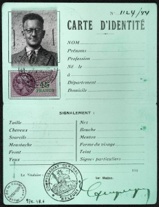 Carte d'identité de l' abbé Dufay prête à l'emploi. (Source : Musée de la Résistance et Déportation de Besançon.)